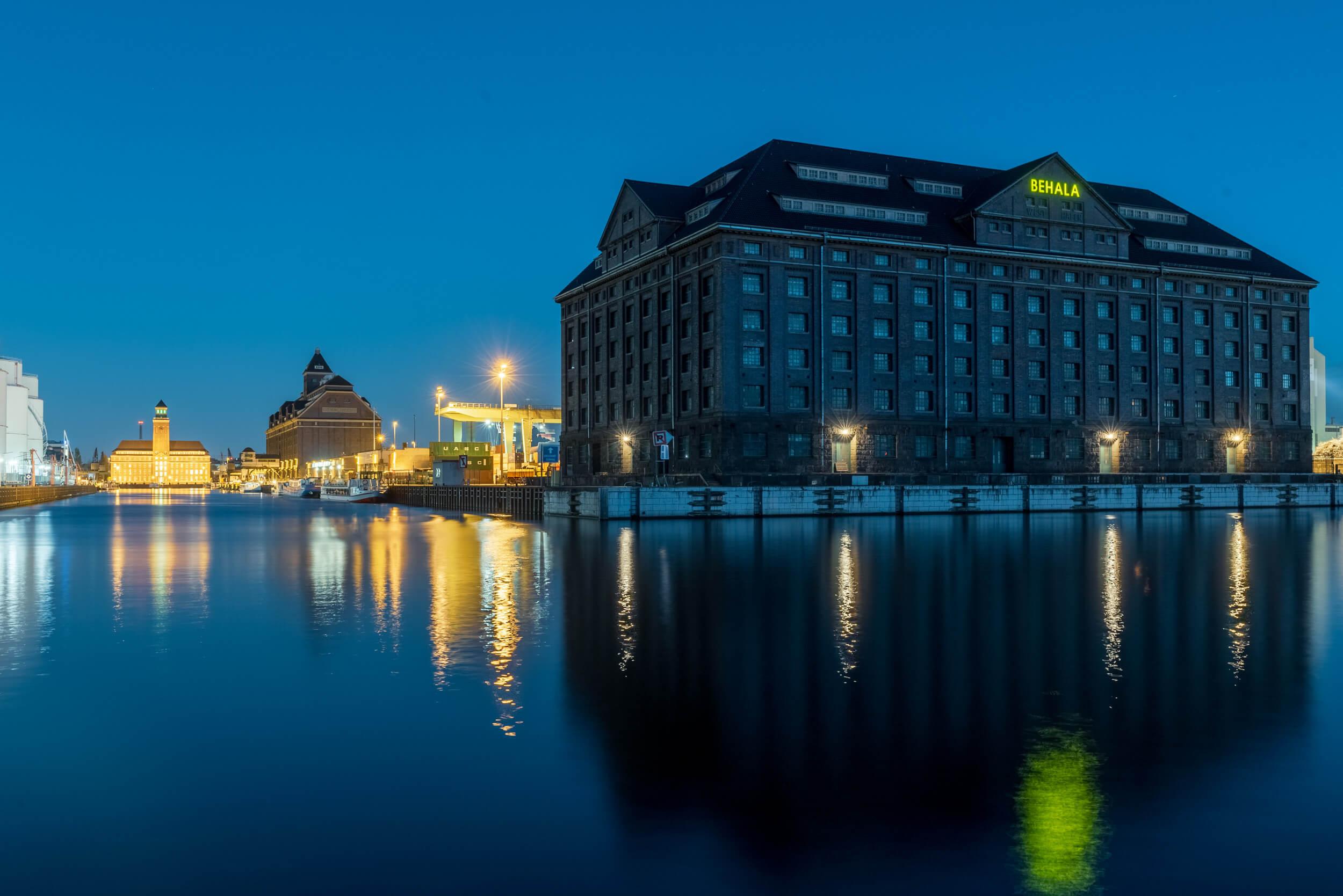 Berliner Westhafen am Abend